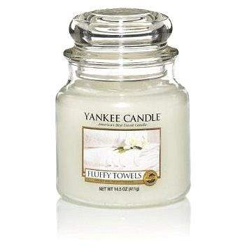 YANKEE CANDLE Classic střední Fluffy Towels 411 g